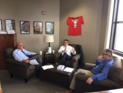 The League's Tony Minghine talks with Jackson Mayor Bill Jors (left) and Council Member Dan Greer (right).